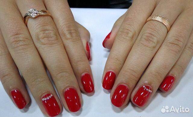 Красный маникюр с дизайном шеллак