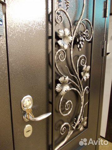 входные двери с кованными изделиями